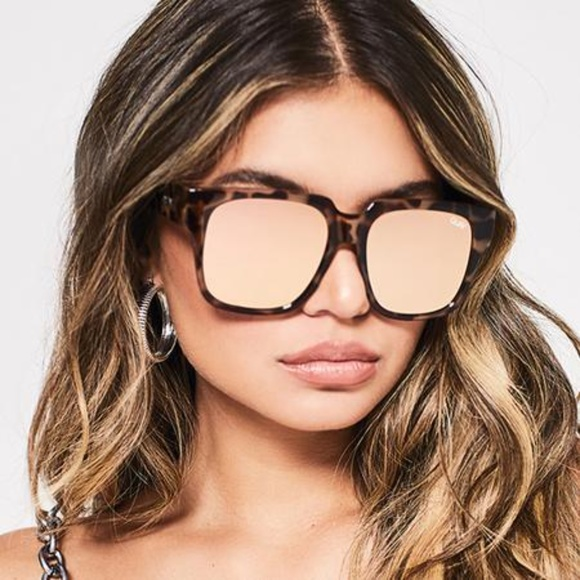 NEW QUAY On The Prowl Tort//Rose Mirror Sunglasses